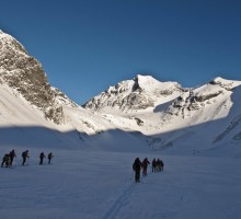 Starting our tour towards the Dragon Ridge, with Kaskasepakte in the backdrop